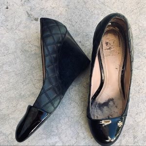 TORY BURCH black cap toe quilted black wedge 8.5